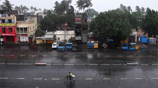 La ville d'Odisha (Inde) balayée par les vents du cyclone Fani, le 3 mai 2019. (DIBYANGSHU SARKAR / AFP)