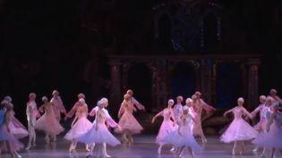 """L'Opéra national de Kiev (Ukraine) interprète le ballet """"Casse-Noisette"""" dans un théâtre parisien. (FRANCE 3)"""