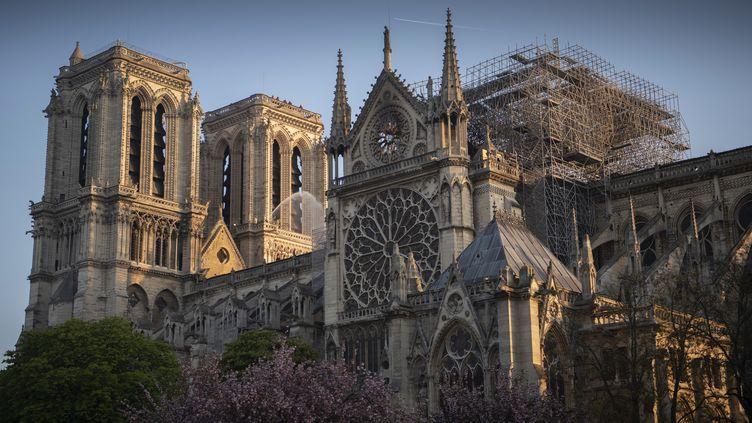 La charpente de la cathédrale Notre-Dame de Paris a été ravagée par le feu, le 15 avril 2019. (ERIC FEFERBERG / AFP)