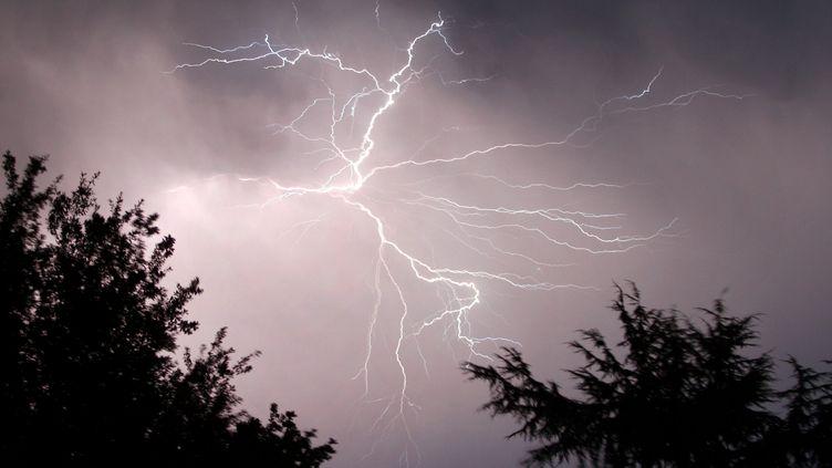 Un épisode orageuxprès d'Agen (Lot-et-Garonne), le 22 juillet 2009. (MAXPPP)