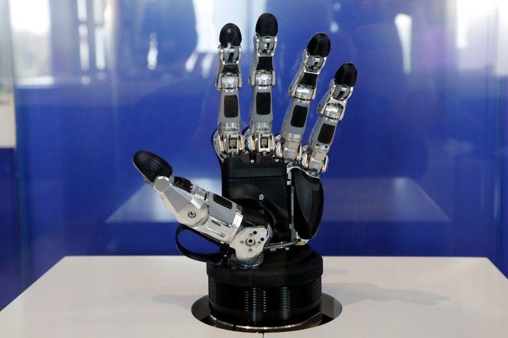 """""""SVH"""", main robotique exposée à la Cité des sciences et de l'industrie (mars 2019)  (FRANCOIS GUILLOT / AFP)"""