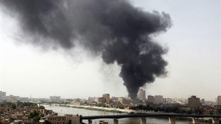 Bagdad après une des explosions qui ont eu lieu près de la banque centrale irakienne. (AFP/SABAH ARAR)