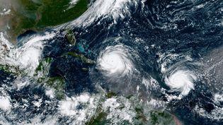 Image sattelite des deux ouragans Irma (à l'ouest) et José (à l'est), le 7 septembre 2017. (MAXPPP)