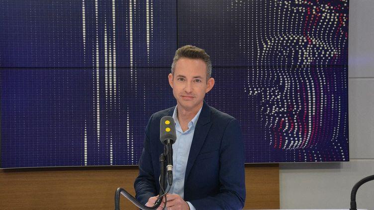 Ian Brossat, adjoint à la mairie de Paris chargé du logement, le 20 novembre 2017. (JEAN-CHRISTOPHE BOURDILLAT / RADIO FRANCE)