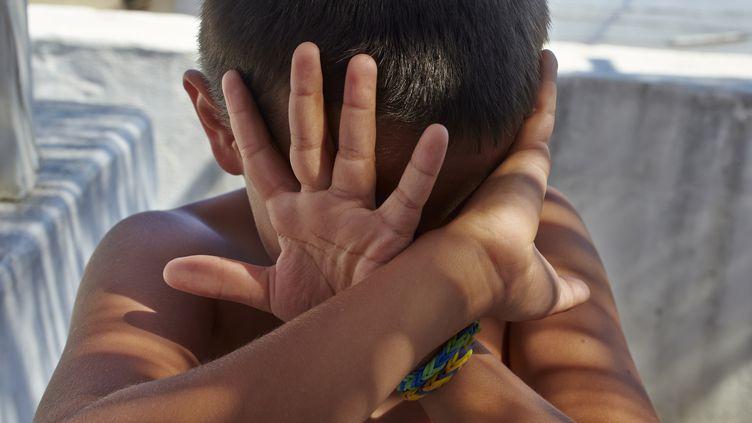 L'association L'Enfant Bleu lance un site,mardi 19 novembre, pour permettre aux internautes de trouver les interlocuteurs apropriés en cas de soupçons de maltraitance. (GODONG / BSIP)