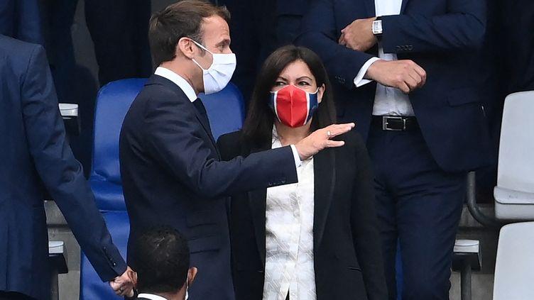 Emmanuel Macron et Anne Hidalgo lors de la finale de la Coupe de France de football au Stade de France de Saint-Denis (Seine Saint-Denis) le 24 juillet 2020 (FRANCK FIFE / AFP)