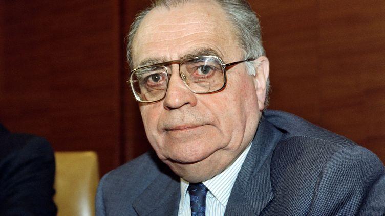 Le premier ministre Pierre Beregovoy assistait à l'ouverture du comité directeur du PS, le 11 avril 1992, à Paris. (MARIO GOLDMAN / AFP)