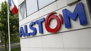 Le logo d'Alstom au siège du groupe à Levallois-Perret, le 27 avril 2014. (PATRICK KOVARIK / AFP)