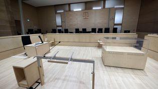 La salle spécialement conçue pour le procès du 13-Novembre, au palais de justice de Paris, sur l'île de la cité, le 2 septembre 2021. (THOMAS COEX / AFP)