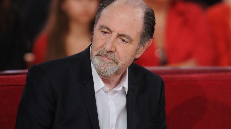 """Michel Delpech, le 15 octobre 2014 sur le plateau de """"Vivement dimanche"""", sur France 2. (PJB / SIPA)"""