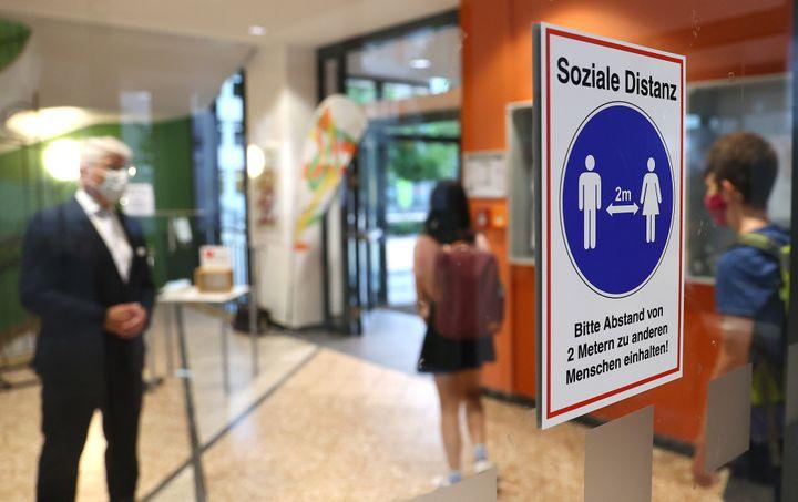 Les mesures de distanciation sociale doivent être observées dans les établissements scolaires allemands. (KAI PFAFFENBACH / X00446)