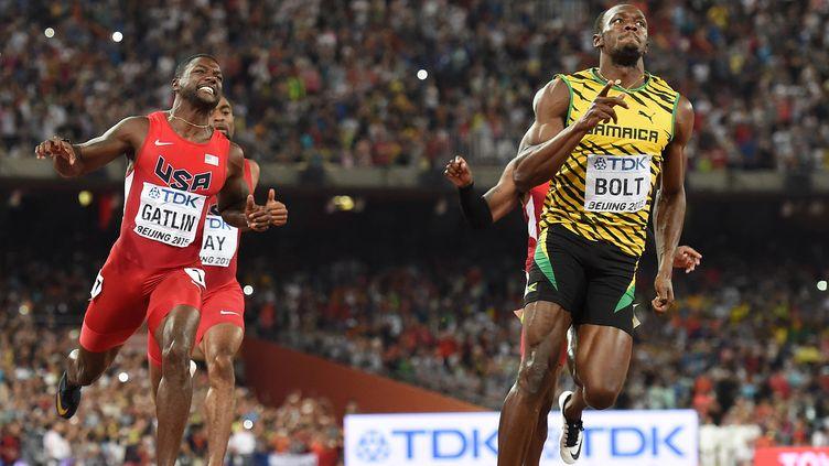 Usain Bolt, un centième devant Justin Gatlin, conserve son titre sur 100m  (OLIVIER MORIN / AFP)