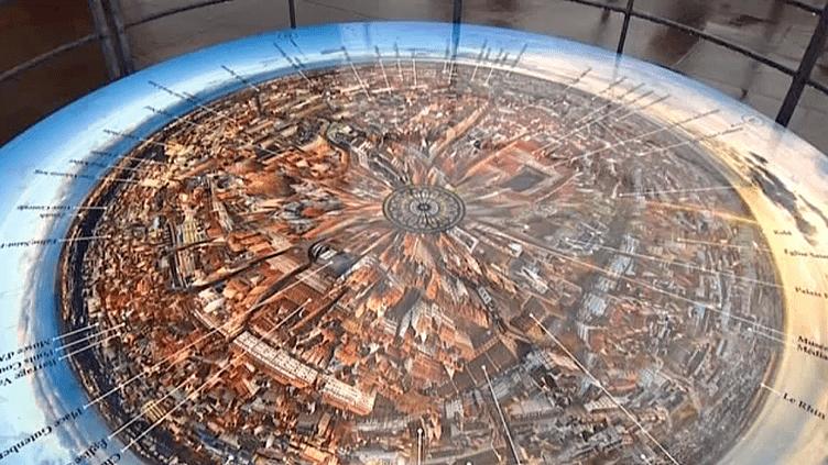 La table d'orientation de la plate forme de la cathédrale de Strasbourg a été réalisée avec 48 photos de FrantisekZvardon  (France 3 / Culturebox)