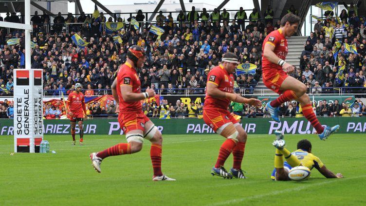 Lors du match Clermont-Perpignan, le 3 mai 2014 à Clermont-Ferrand. (THIERRY ZOCCOLAN / AFP)