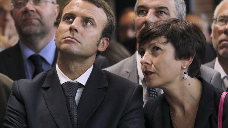 Le ministre de l'Economie, Emmanuel Macron, et la secrétaire d'Etat chargée du Commerce, Carole Delga, le 2 septembre 2014 à Romagny (Manche). (CHARLY TRIBALLEAU / AFP)