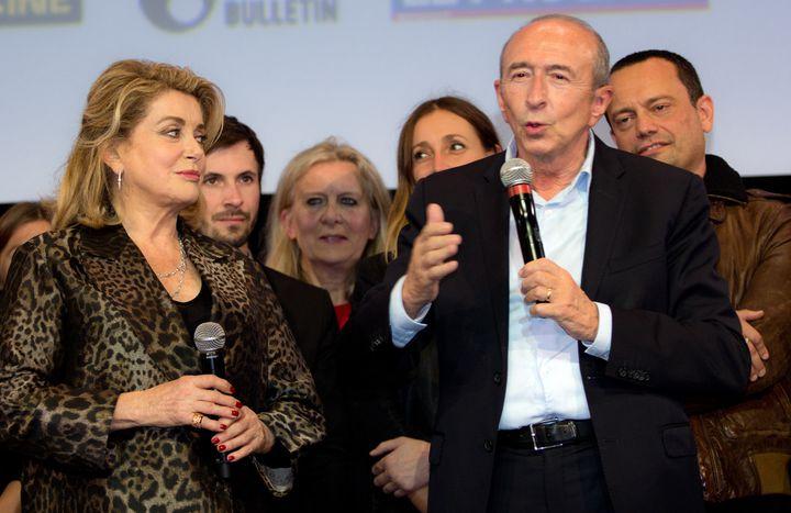 Catherine Deneuve, Gérard Collomb, maire de Lyon, et les bénévoles du festival.  (Jean-François Lixon)