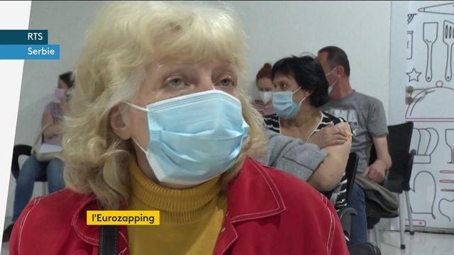 Eurozapping : le vaccin en Serbie, des manifestations en Grèce…