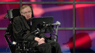 Le physicienStephen Hawking lors d'une conférence de presse à Kitchener (Canada), le 20 juin 2010. (SHERYL NADLER / REUTERS)