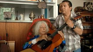 Manitas de Plata dans son studio de La Grande-Motte avec son fils Fernando Baliardo  (France 3 Culturebox)