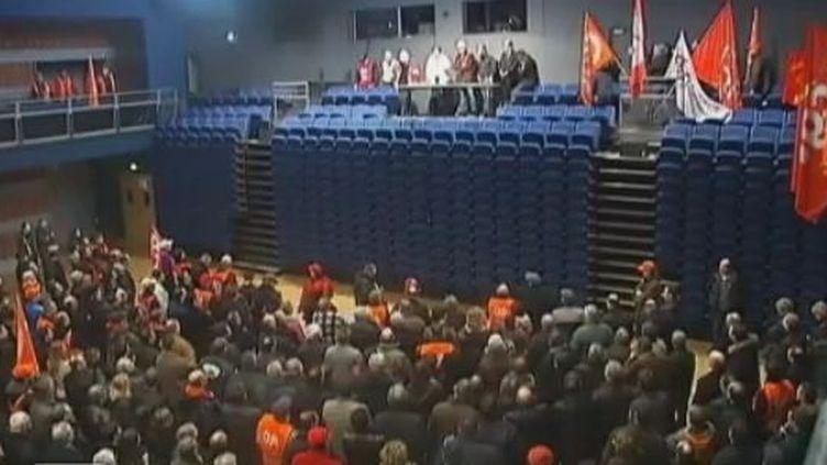 Les salariés d'ArcelorMittal de Florange (Moselle) réunis en assemblée générale, jeudi 16 février 2012. (FRANCE 2)