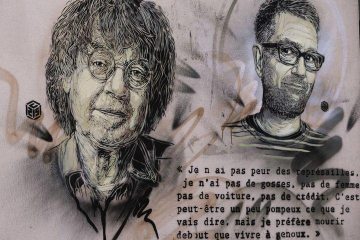 Portraits de Cabu et Charb signés du pochoiriste C215, janvier 2016  (JOEL SAGET / AFP)