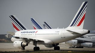 Des avions d'Air France sur le tarmac de l'aéroport de Roissy-Charles de Gaulle. Photo d'illustration. (STEPHANE DE SAKUTIN / AFP)