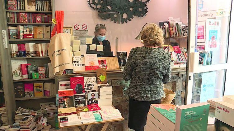 """A Cannes, la librairie """"Autour d'un livre"""", reste ouverte malgrél'interdiction (France 3 PACA)"""