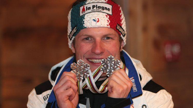 Julien Lizeroux remporte deux médailles d'argent aux Championnats du monde de Val d'Isère en 2009 (JACQUES DEMARTHON / AFP)