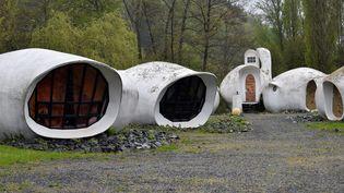 Les maisons-bulles construites en 1967 par l'architectesuisse Pascal Haüsermann àRaon-l'Etape dans les Vosges. (JEAN-CHRISTOPHE VERHAEGEN / AFP)