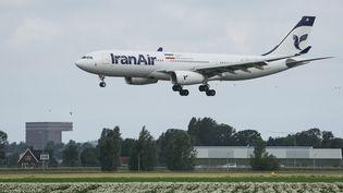 Un Airbus A330 de la compagnie Iran Air atterrit à l'aéroport d'Amsterdam (Pays-Bas), le 2 juillet 2020. (NICOLAS ECONOMOU / NURPHOTO / VIA AFP)