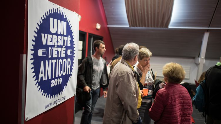 Des participants à l'université d'été de l'association anticorruption Anticor, le 28 septembre 2019, à Nantes (Loire-Atlantique). (JEREMIE LUSSEAU / HANS LUCAS / AFP)