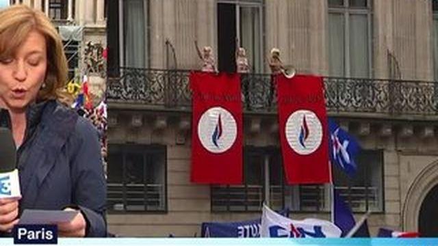 Les Femen perturbent le défilé du Front National