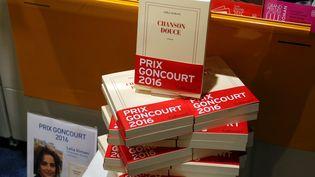 """Des exemplaires du livre de Leila Slimani, """"Chanson douce"""", prix Goncourt 2016 (Julio PELAEZ / MAXPPP)"""