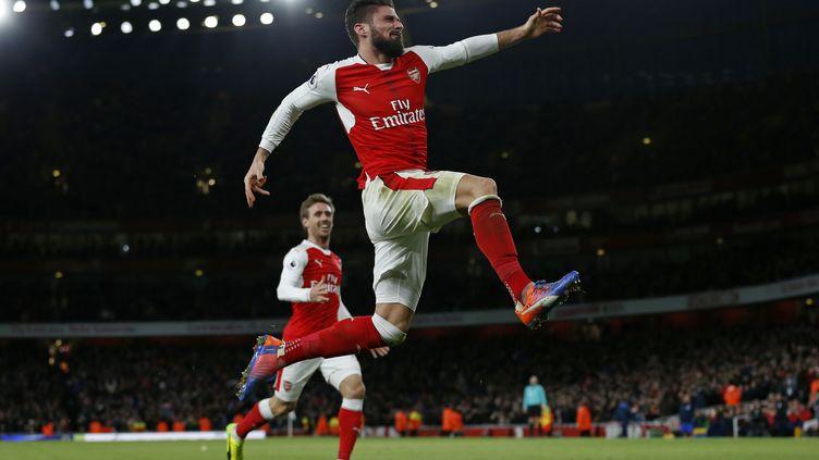 Olivier Giroud peut exulter; son but est sans aucun doute l'un des plus beaux de 2017. (IAN KINGTON / AFP)