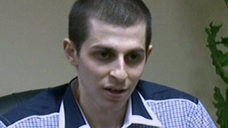 Capture d'écran de la télévision d'Etat égyptienne, où Gilad Shalit a donné une interview mardi matin. (EGYPTIAN TV / AFP)
