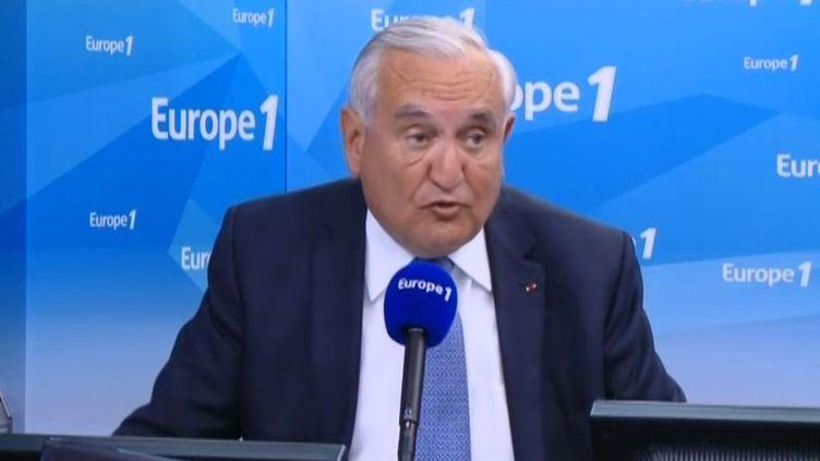 Le sénateur UMP Jean-Pierre Raffarin, le 27 mai 2015, sur Europe 1. (EUROPE 1)
