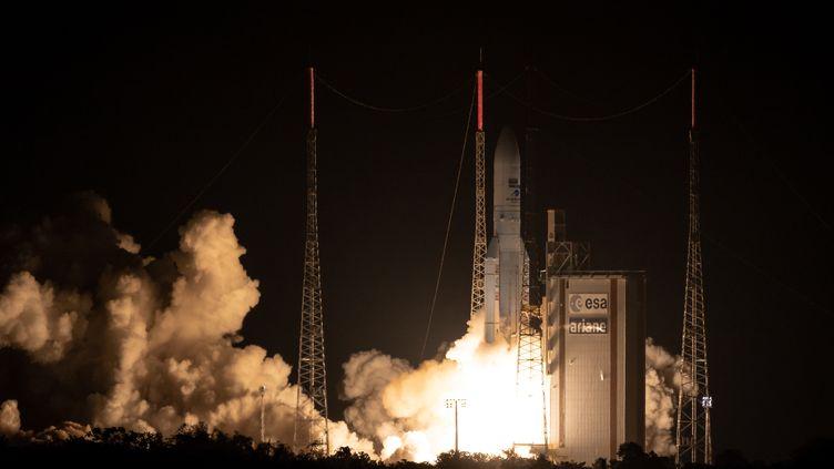 La fusée Ariane 5 décolle de Kourou (Guyane), le 25 septembre 2018. (JODY AMIET / AFP)