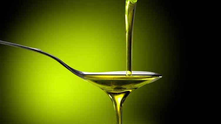 (Tournesol, colza, olive, noix... Les Français achètent en moyenne 4 à 5 bouteilles d'huile par an. © EcoPim-studio - Fotolia.com)