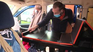 Une malle amovible pour transformer sa voiture en mini camping-car. (CAPTURE D'ÉCRAN FRANCE 3)