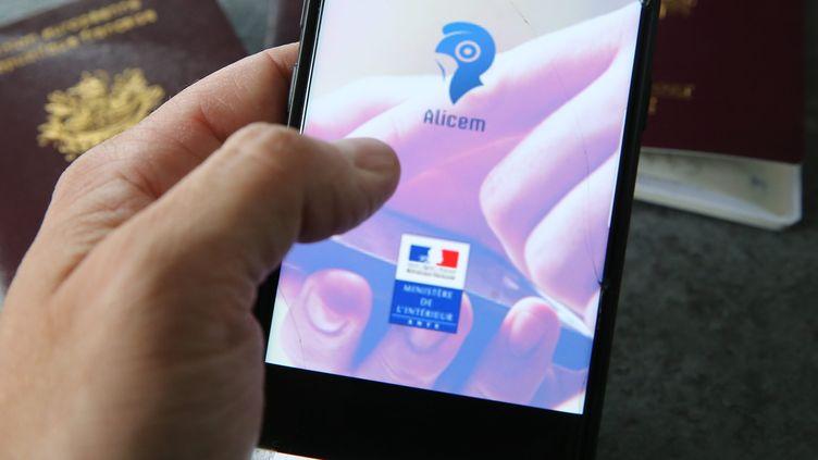 L'application Alicem, développée par le ministère de l'Intérieur, qui utilise la reconnaissance faciale. Le 18 octobre 2019. (JEAN-FRAN?OIS FREY / MAXPPP)