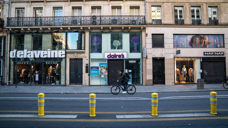 Des commerces fermés lors du deuxième confinement, à Paris, le 20 novembre 2020. (GABRIELLE CEZARD / HANS LUCAS / AFP)
