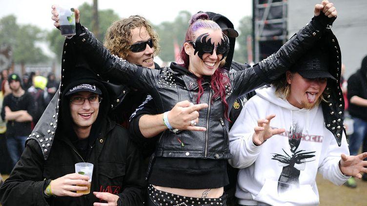 Des fans de hard rock à Clisson (Loire-Atlantique), au Hellfest 2013  (Jean-Sébastien Evrard / AFP)