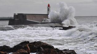 Une tempête toucheLes Sables-d'Olonne (Vendée), le 11 décembre 2017. (LOIC VENANCE / AFP)