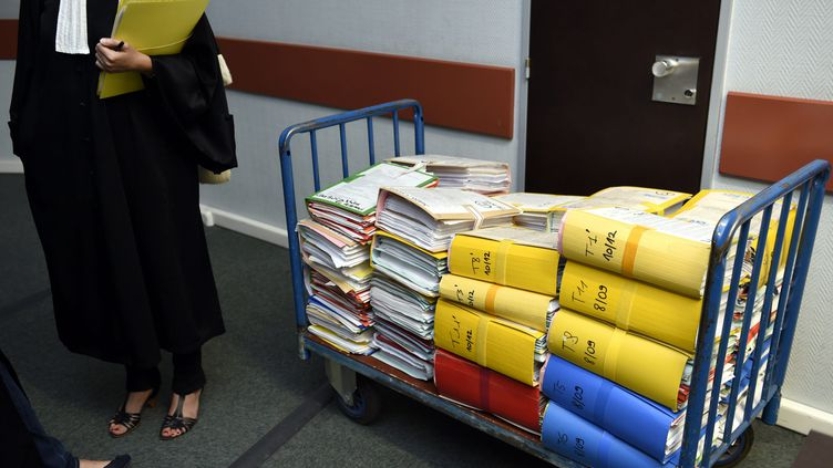 Les dossiers d'une instructionau tribunal de grande instance de Nancy, en 2014. (L'EST REPUBLICAIN / MAXPPP)