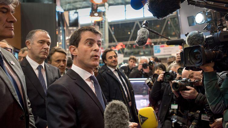 Le Premier ministre Manuel Valls en visite au Salon de l'agriculture, le 29 février 2016. (SERGE TENANI / CITIZENSIDE / AFP)