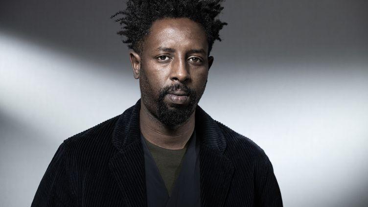 """Ladj Ly, le réalisateur du film """"Les Misérables"""", nommé aux Oscars dans la catégorie du meilleur film étranger (à Paris le 4 novembre 2019) (JOEL SAGET / AFP)"""