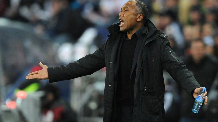 Antoine Kombouaré, l'entraîneur du PSG, le 1er décembre 2011 à Salzbourg (Autriche). (SAMUEL KUBANI / AFP)