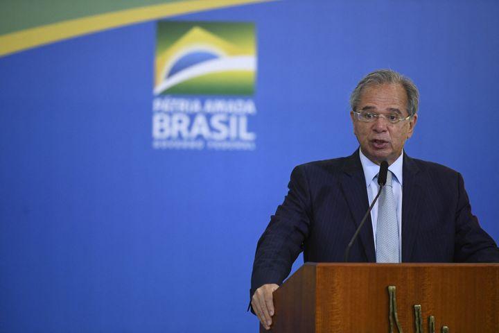 Le ministre de l'Economie brésilien, Paulo Guedes, le 27 septembre 2021, à Brasilia. (MATEUS BONOMI / AGIF / AFP)