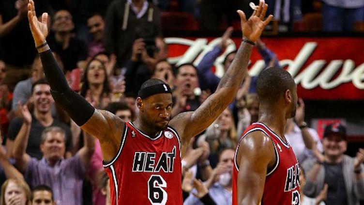 Le V de victoire pour LeBron James et Dwyane Wade avec Miami