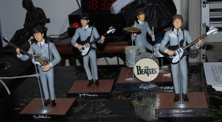 """Des figurines """"première partie de carrière"""" des Beatles  (Collection J. Volcouve)"""